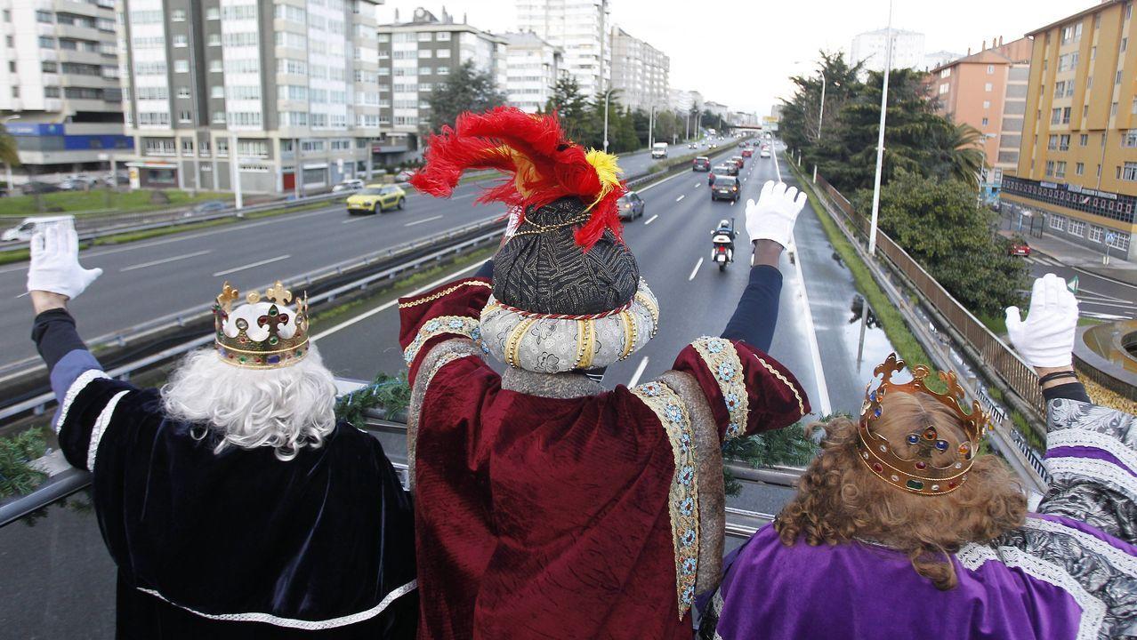 La visita de los Reyes Magos a A Coruña, en imágenes.Por la tarde los Reyes Magos estuvieron en Augas Férreas