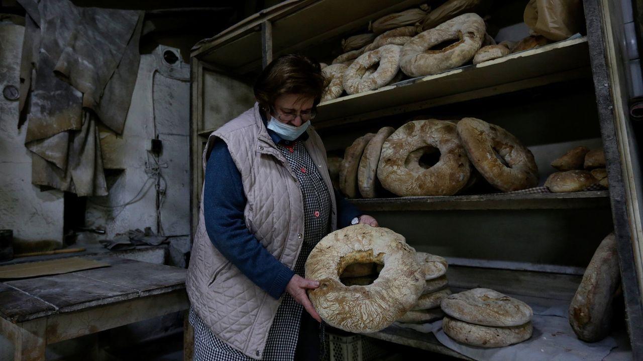 Carmen, en su última jornada en la Panadería Moar, que cerró en Nochebuena