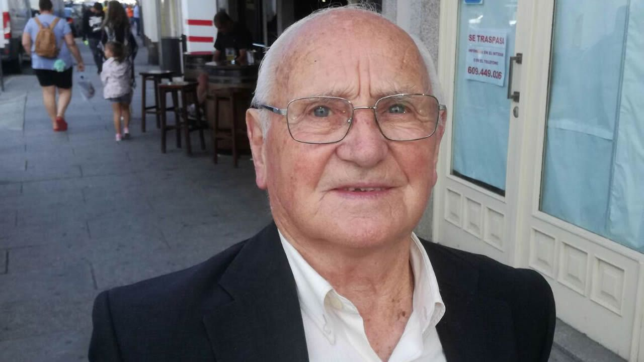Segundo Fernando Pérez. 86 años. Nació y vive en Viveiro. Trabajó en el campo.