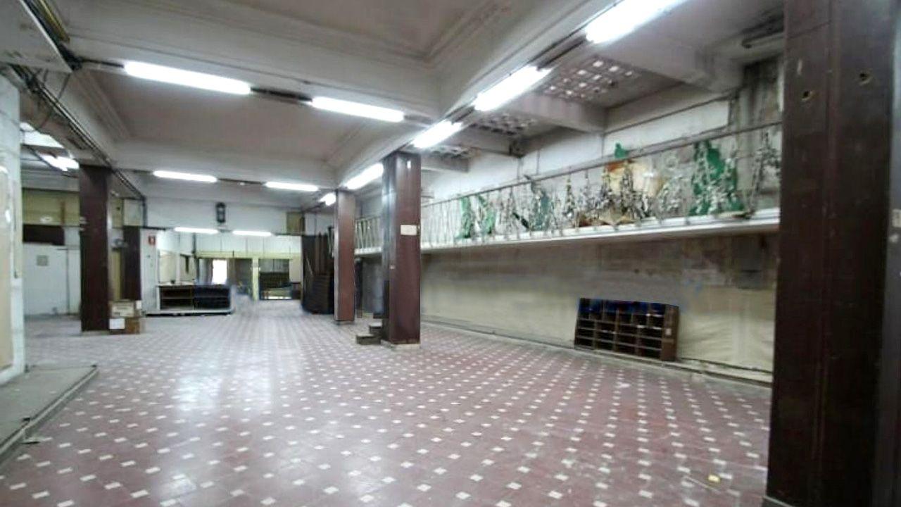 Interior del local de los históricos Almacenes Guisasola, que no ha tenido ningún otro uso desde su cierre