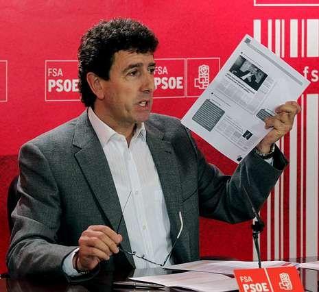 PP y PSOE caen a mínimos históricos según la encuesta del CIS.El socialista Jesús Gutiérrez mostró documentos para avalar su tesis de que debían buscar el consenso en la reforma electoral.