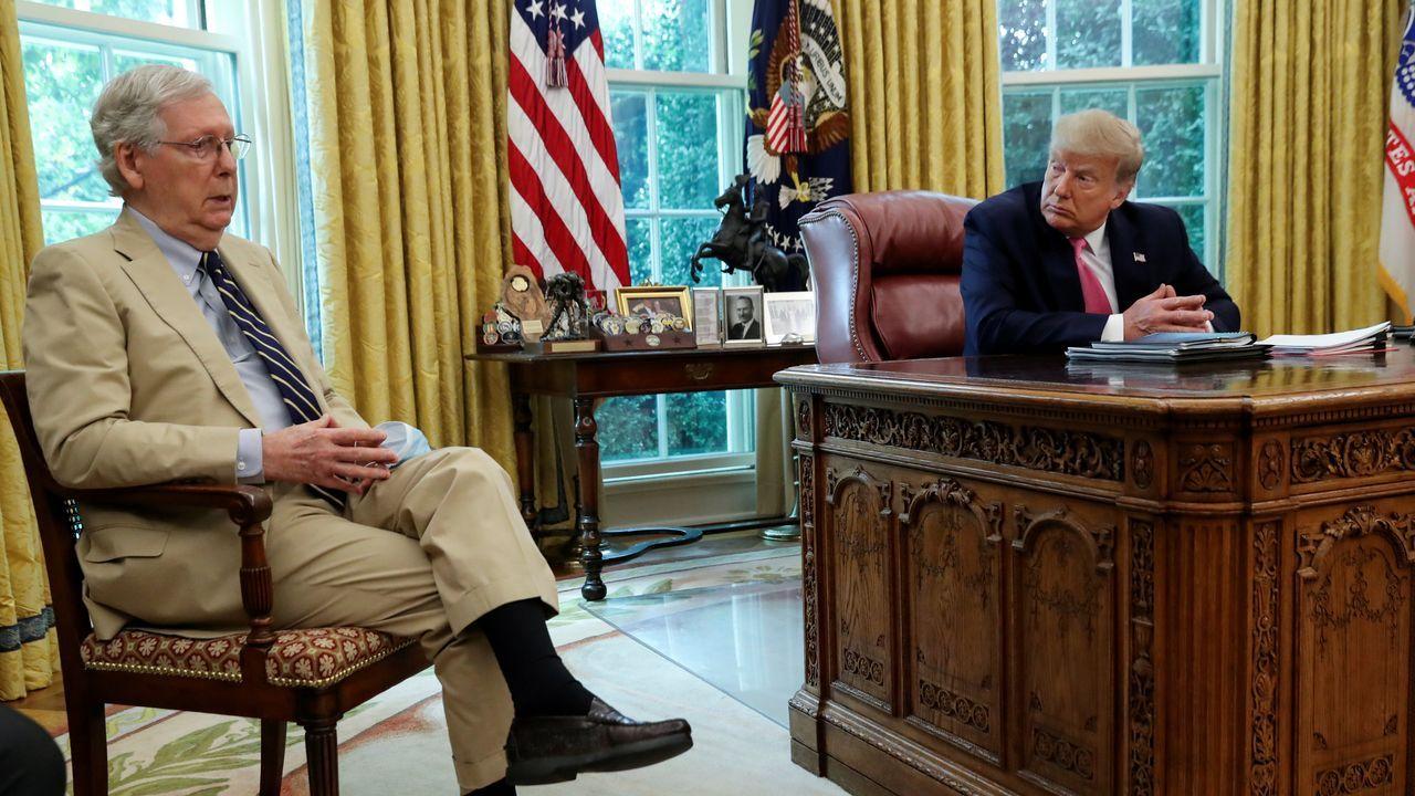 Trump y McConnell, durante un encuentro en el despacho oval el pasado julio