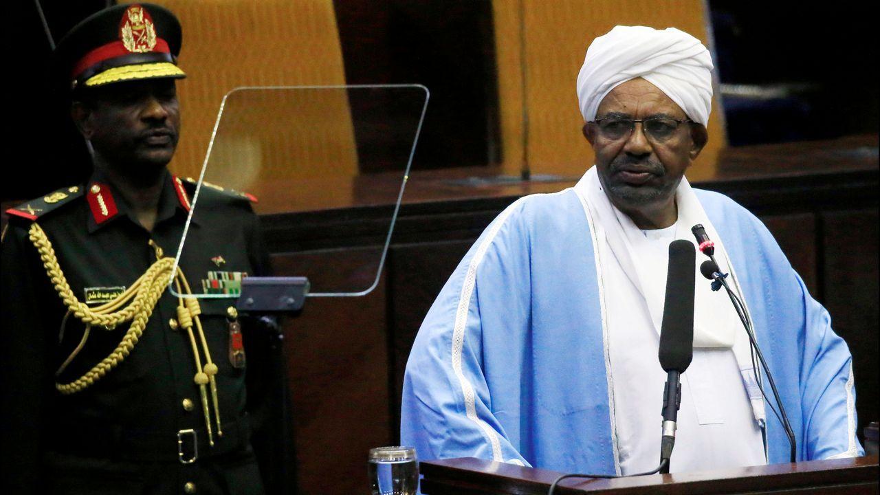 Al Bashir, durante su última intervención ante el Parlamento de Jartum