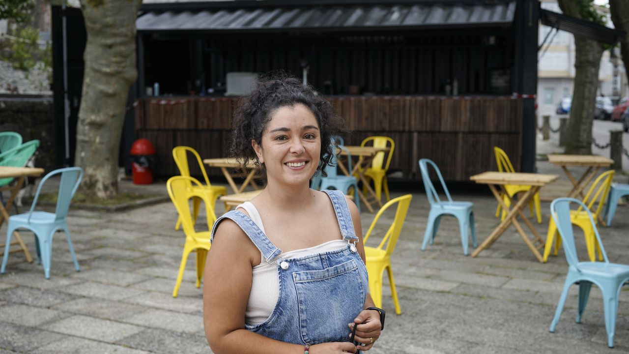 Cristina Míguez regenta una terraza en el corazón del concello de Bande