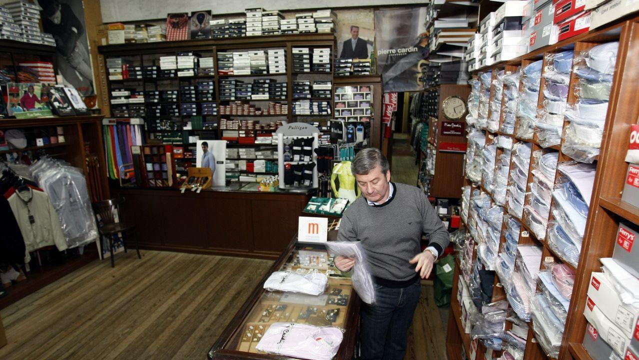 Jorge Riande Torres (en la foto), hijo de Dolores Torres Colomer, regenta actualmente el histórico establecimiento de confecciones Riande