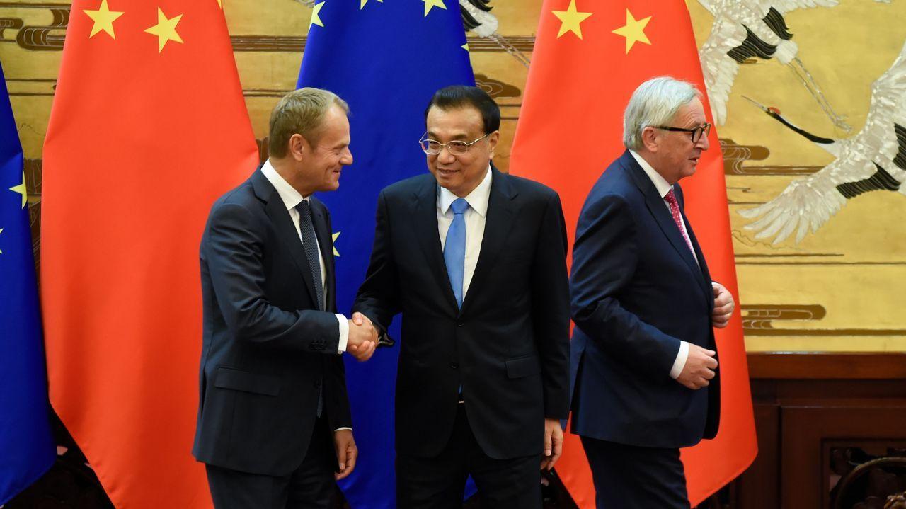 El primer ministro chino, Li Keqiang, con los jefes de la UE, Donald Tusk y Jean-Claude Juncker