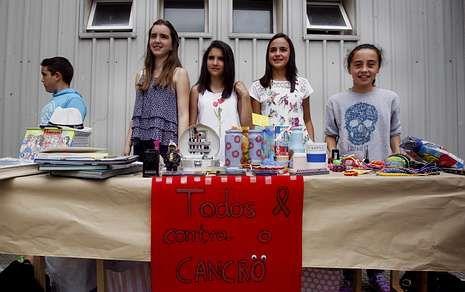 Los alumnos del instituto Cabanillas aprovecharon el fin de curso para desarrollar un mercadillo solidario.
