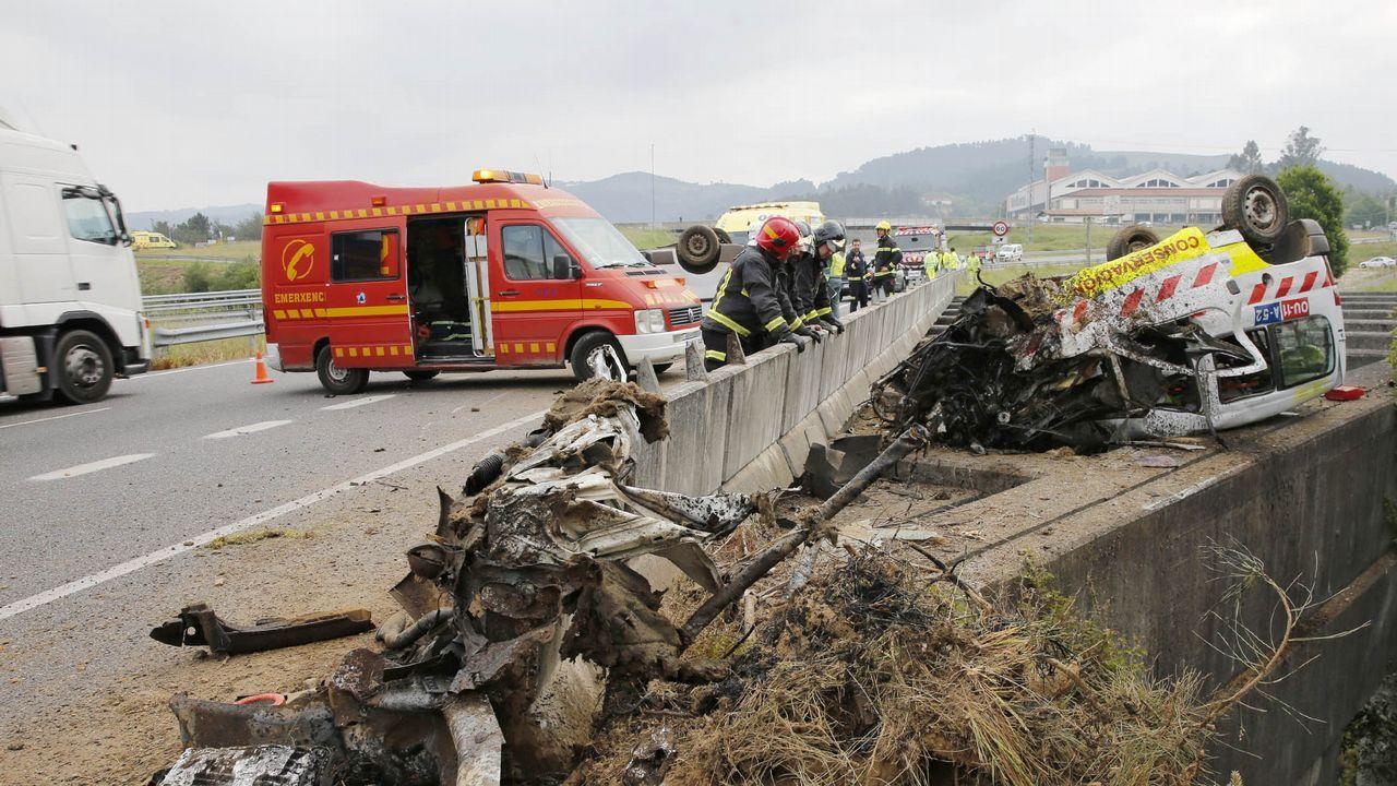 La DGT recrudece la lucha contra el móvil.Un camión accidentado corta la A-66 a la altura de Campomanes