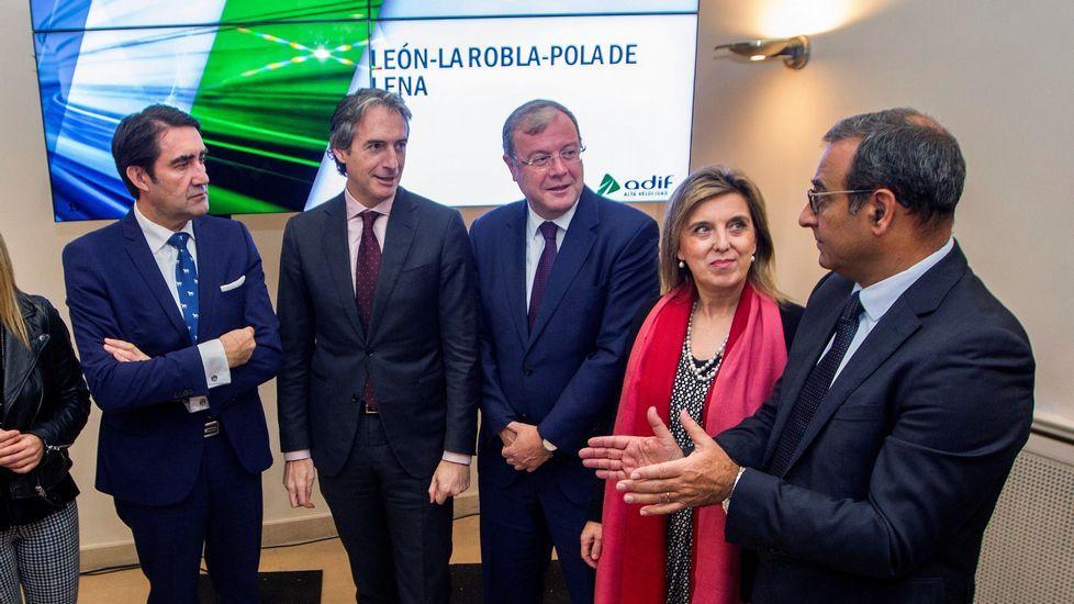 Obras en la variante de Pajares.El ministro de Fomento, Íñigo de la Serna (3i), en el centro, junto al alcalde de León, Antonio Silván