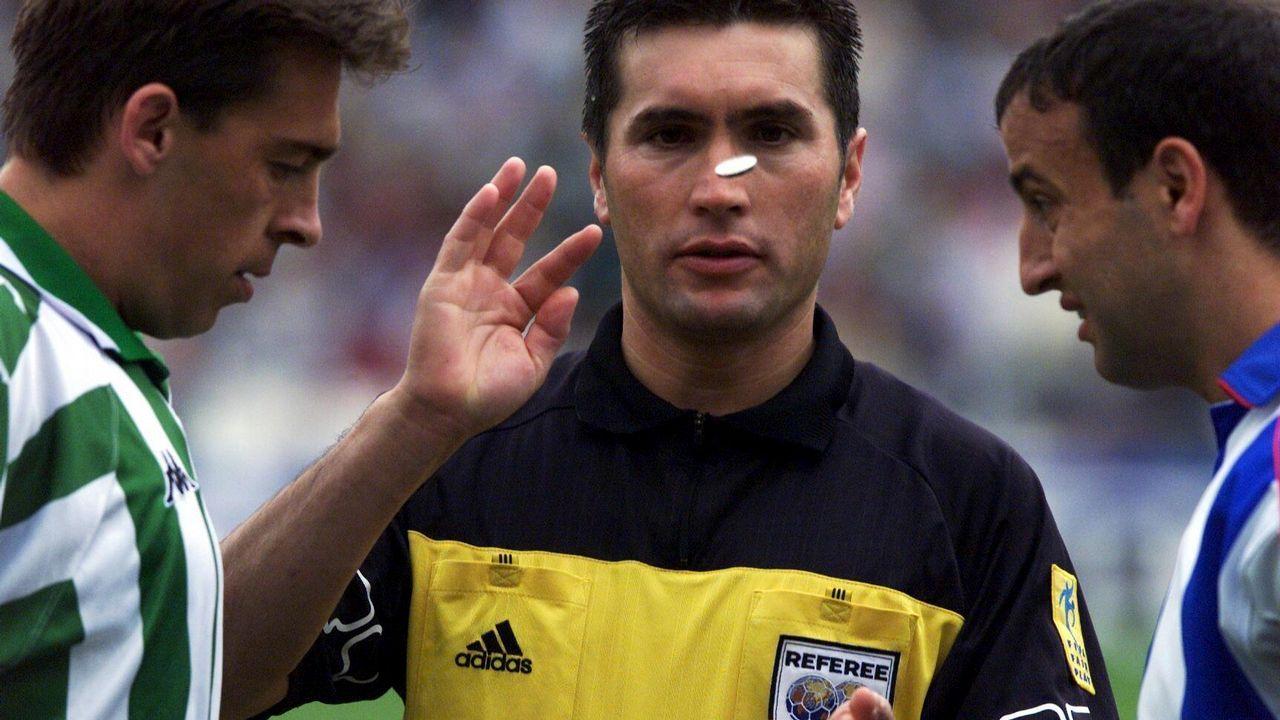 Esto dijo Cristóbal Parralo sobre ser entrenador del primer equipo.Miembros de la peña Piratas de Muxía