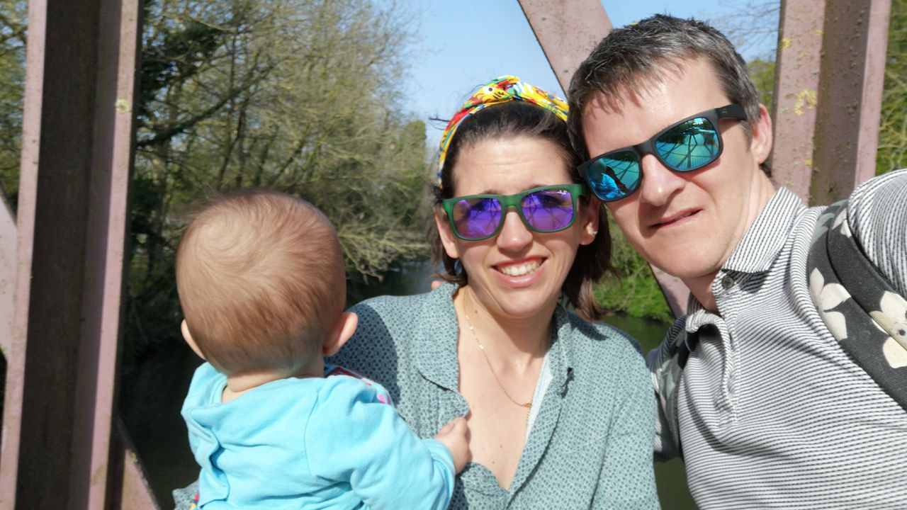 La ovetense Bárbara Villa junto con su marido y su hija
