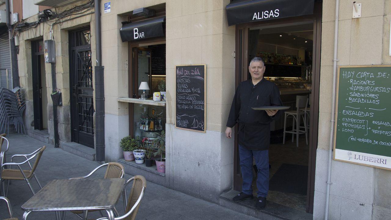 mas.El responsable de la cafetería Alisas en la que desayunan los integrantes de la corporación municipal de Bilbao también es gallego, de Caldas de Reis. El bar está al lado del Ayuntamiento y en frente del paseo de la ría o de la plaza Ernesto Erkoreka