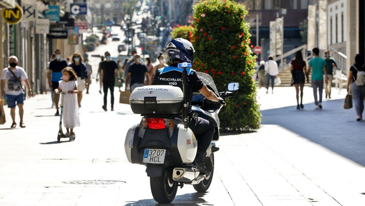Arden tres coches en Redondela.La Policía Nacional ha estrenado hoy sus nuevas dependencias en Vigo