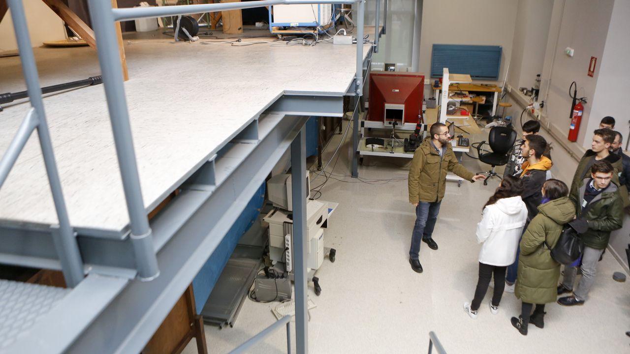 Los estudiantes de bachillerato y ESO también visitaron el Laboratorio de Mecánica de Fluidos, donde se ubica el túnel de viento