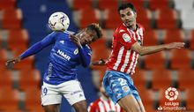Cedric Lugo Real Oviedo Anxo Carro.Cedric Teguía intenta rematar un balón