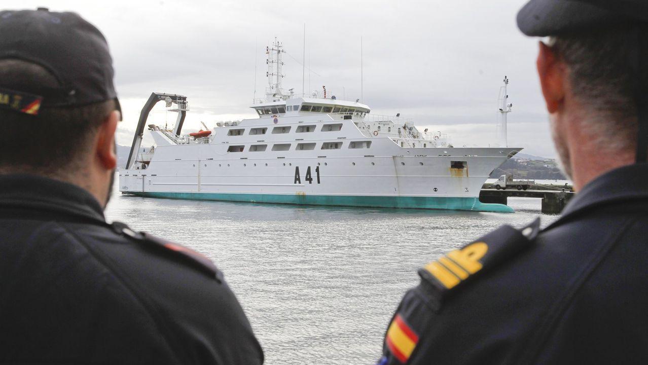 Los aspirantes a oficiales de la Armada se forman en navegación y maniobra en el barco escuela