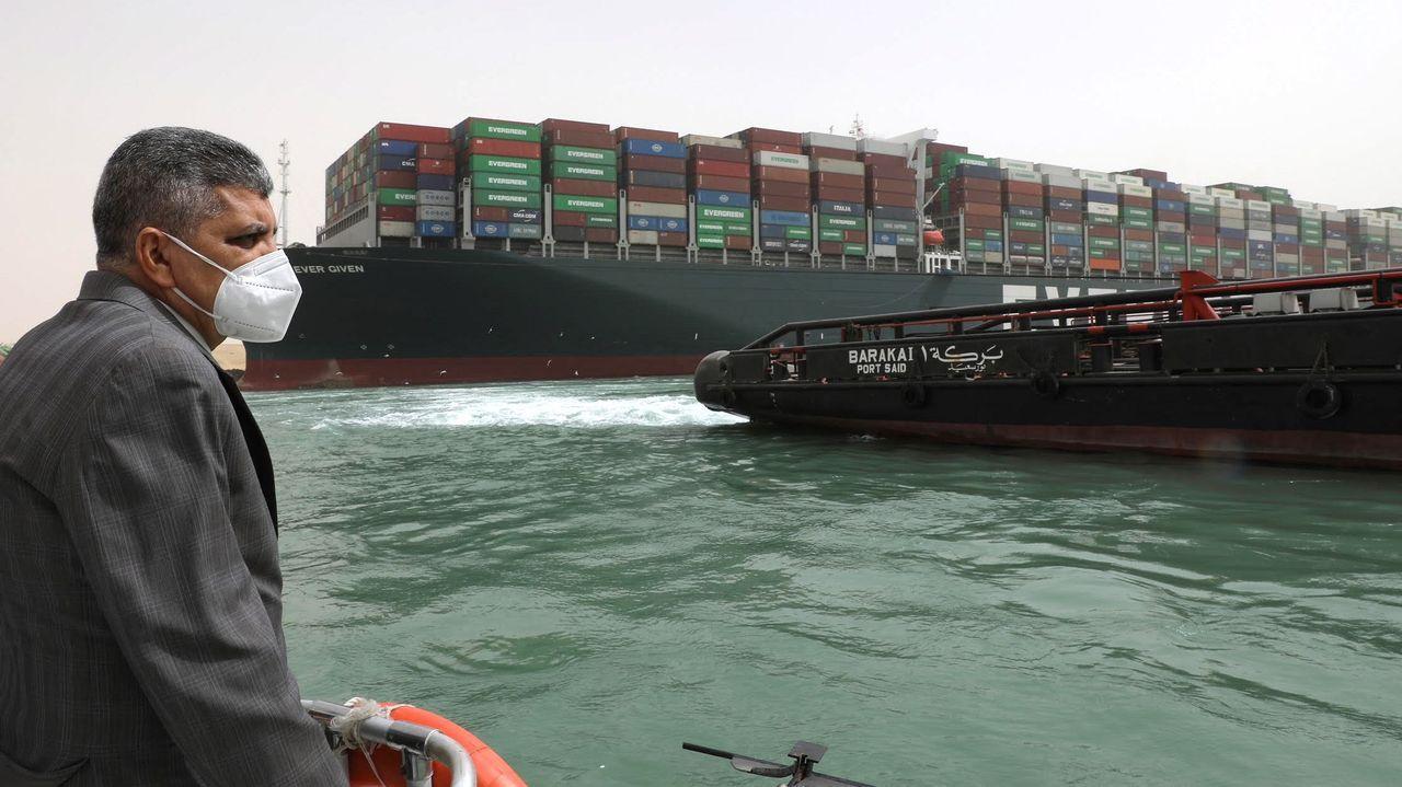 Trabajos de reflote del Ever Given en el Canal de Suez