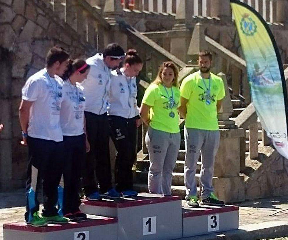 Tino Rodríguez y Cristina Noya, ocupando el cajón de los terceros.