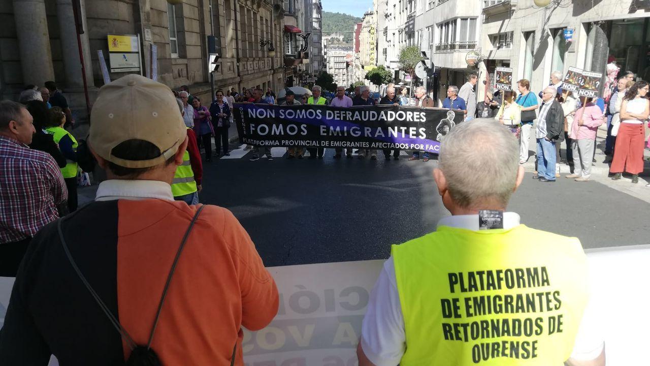 Reunión de emigrantes retornados deAppenzell, en Suiza.Protesta de retornados en Ourense, en una imagen de archivo