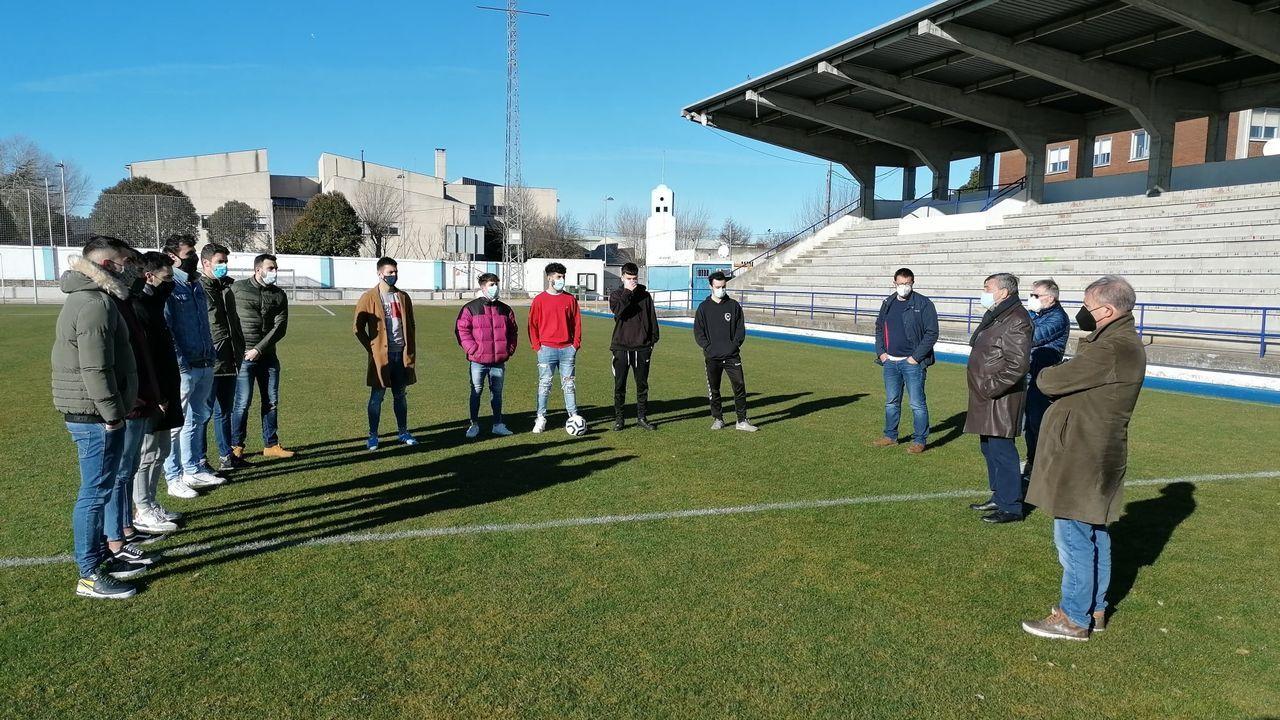 Nuevos jugadores del Ribadeo se presentaron este sábado en el Pepe Barrera