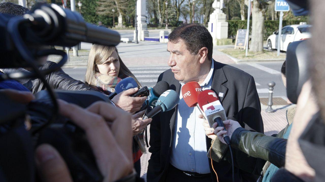 Isaam Algnam Azaam, exalcalde de Muras, frente a la Audiencia de Lugo en el año 2014.