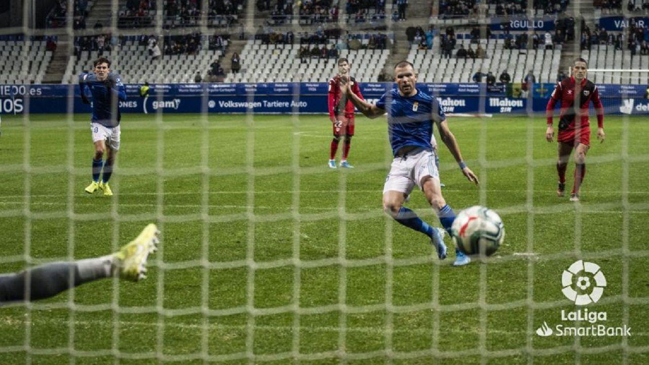 Alfredo Ortuño marcando el 2-1 ante el Rayo Vallecano