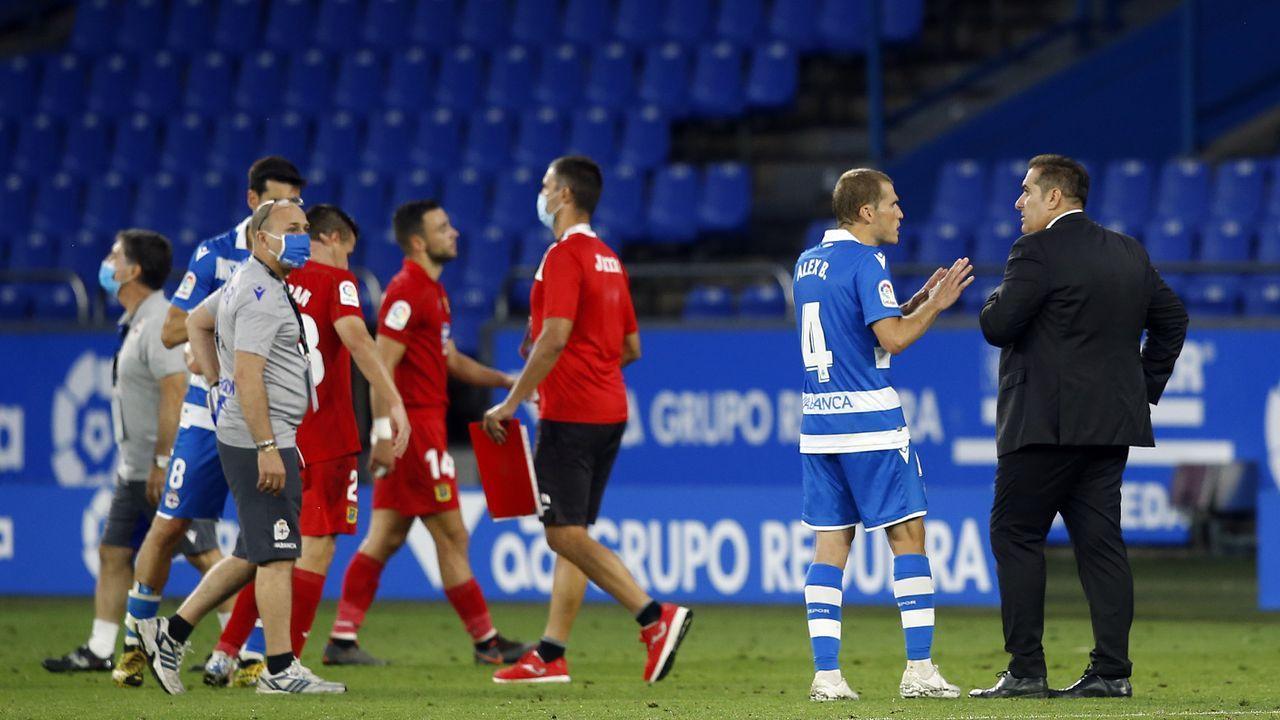 Álex Bergantiños y el entrenador del Fuenlabrada hablan al final del partido