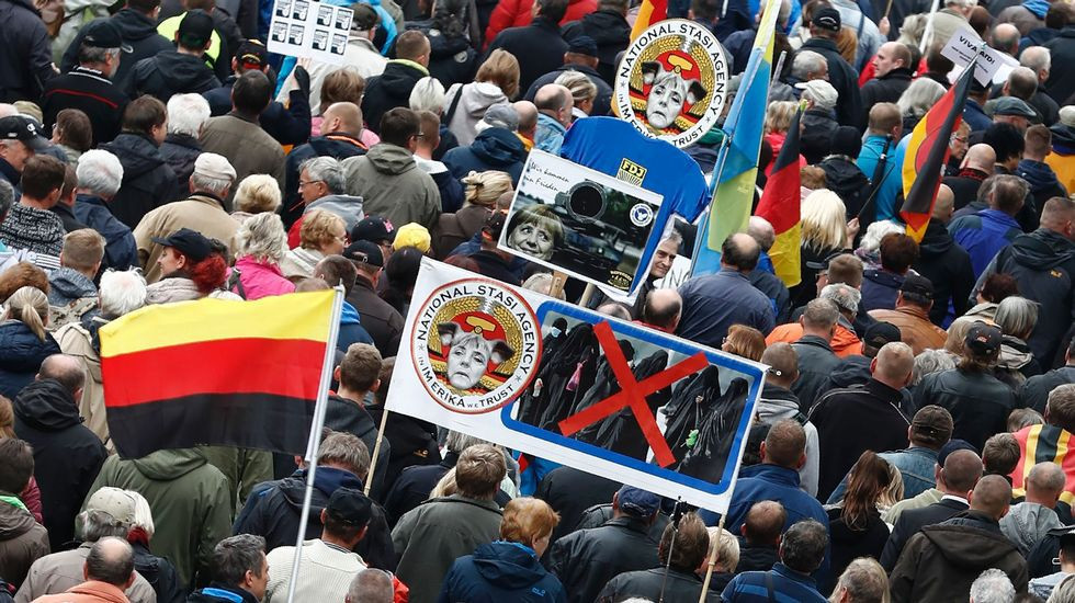 «Que se vayan». El movimiento del extrema derecha Pegida movilizó a sus activistas contra las autoridades del país.