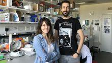 Los investigadores Clea Bárcena y Pedro M. Quirós