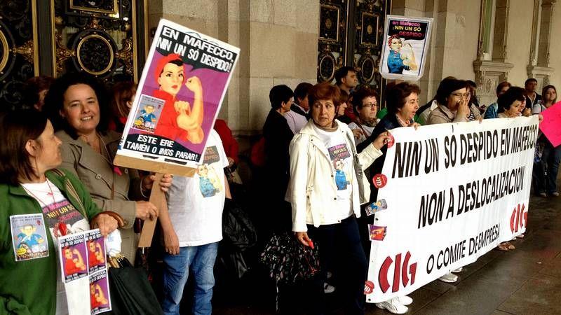 Concentración de los trabajadores de Maffeco ante el Ayuntamiento de A Coruña.José Luis Méndez recibió el título de hijo predilecto de A Coruña en febrero del 2006.