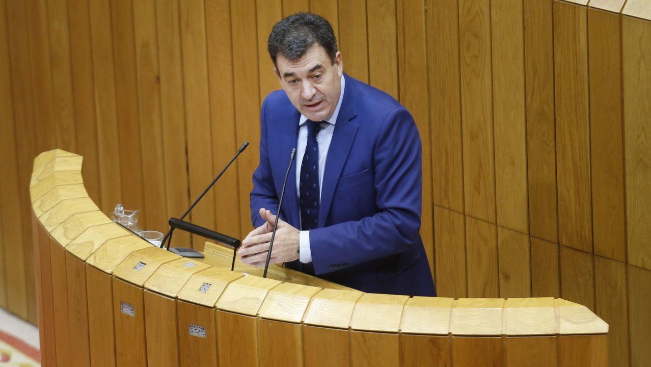 Román Rodríguez interviniendo en una sesion del Parlamento en una foto de archivo