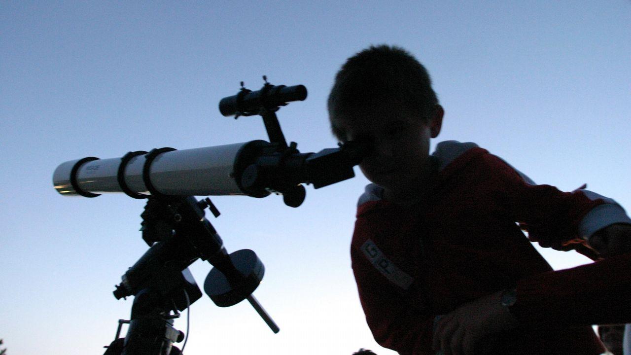 Noches de Oriónidas en Galicia.Recreación de un asteroide acercándose a la Tierra