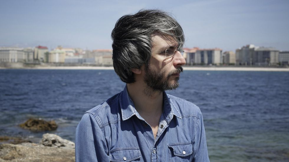 Xoel López en la playa de Riazor