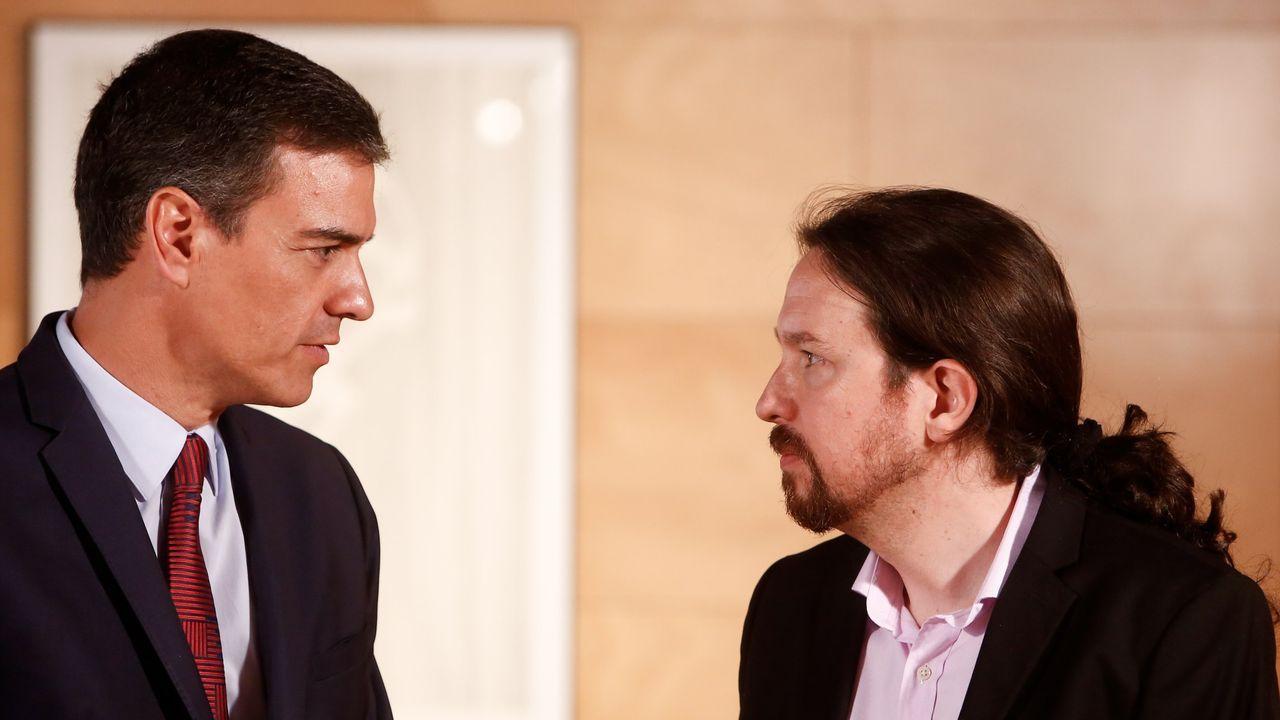 Una de la zona de la ORA en Gijón.Pedro Sánchez y Pablo Iglesias, durante una reunión antes de la fallida investidura de julio
