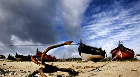 Las nubes dejaron ayer por momentos ver el azul del cielo tal y como se aprecia en esta imagen tomada en O Bao, A Illa.
