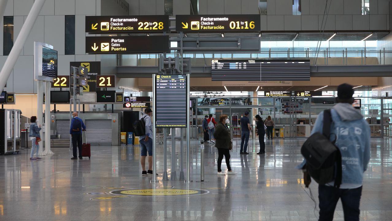 El aeropuerto de Lavacolla esta mañana