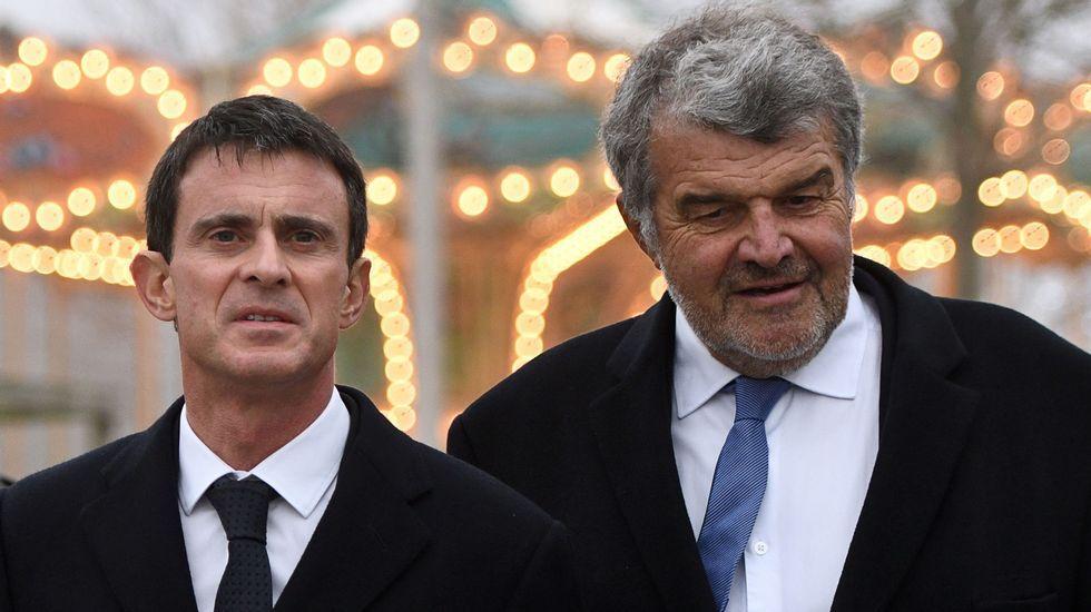 El primer ministro Manuel Valls, a la izquierda