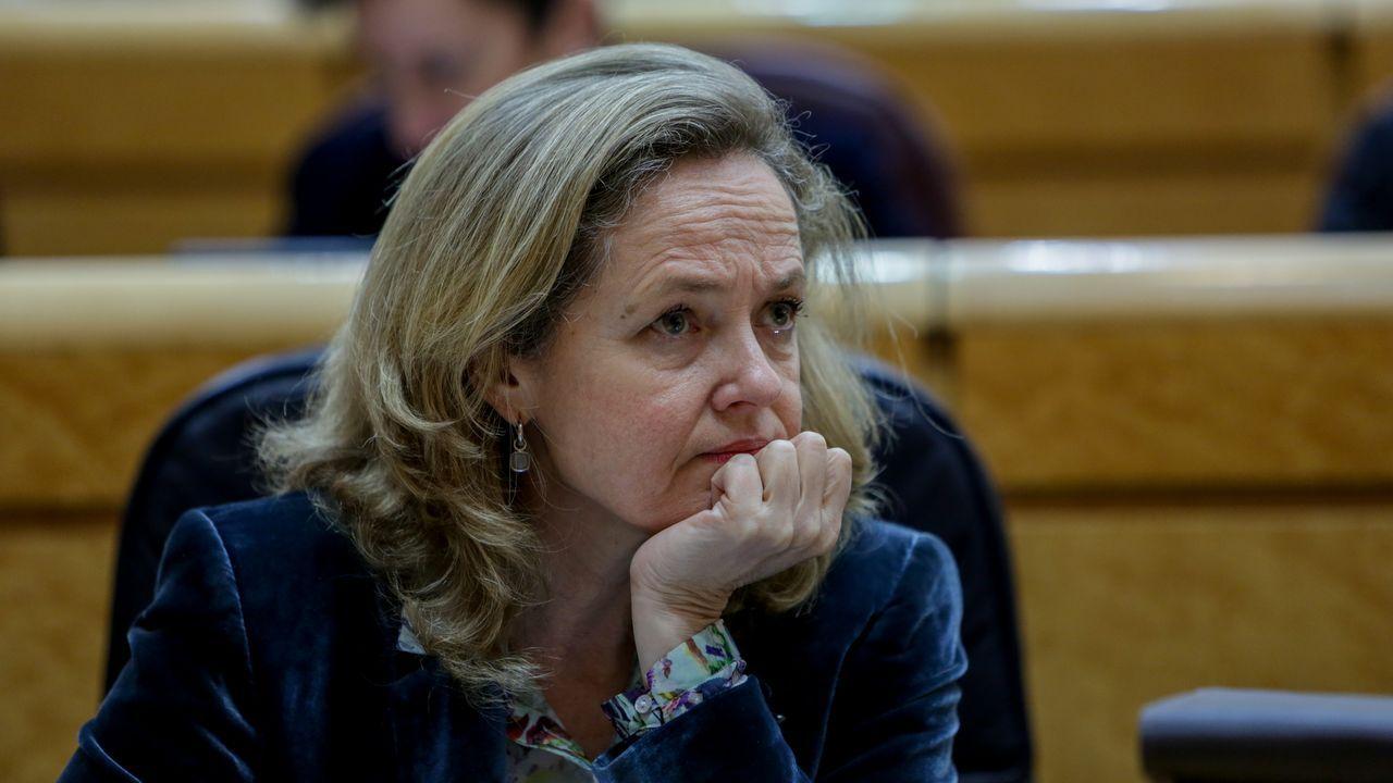 Cacerolada al grito de «Gobierno dimisión» en el centro de Madrid sin respetar la distancia de seguridad.Edmundo Bal (Cs) y Grabriel Rufián (ERC), charlan en la primera sesión de la Comisión del Congreso para la Reconstrucción Social y Económica