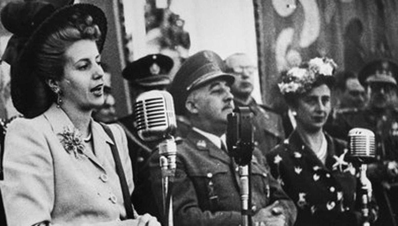 Eva Duarte, Evita, habla al público  junto a Francisco Franco y Carmen Polo, durante la visita de Estado a España de los gobernantes argentinos en junio de 1947