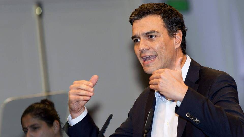 Báñez dialogando con Montoro en el Congreso.
