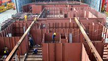 Construcción de un buque en la factoría de Vulcano