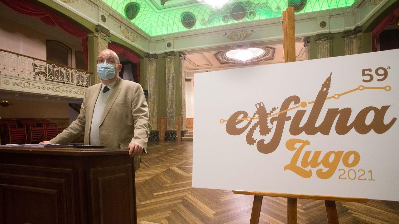 Luis Latorre, de la Sociedad Filatélica Lucense, en la presentación de Exfilna