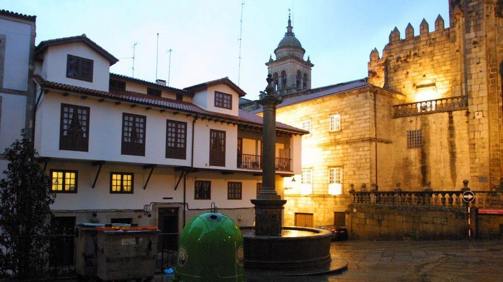 El artículo de 1932 se ilustró con una foto de la Praza do Trigo, entonces denominada Plaza del Pan