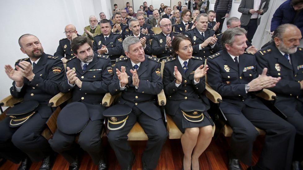 Entrega de medallas en la Policía Nacional
