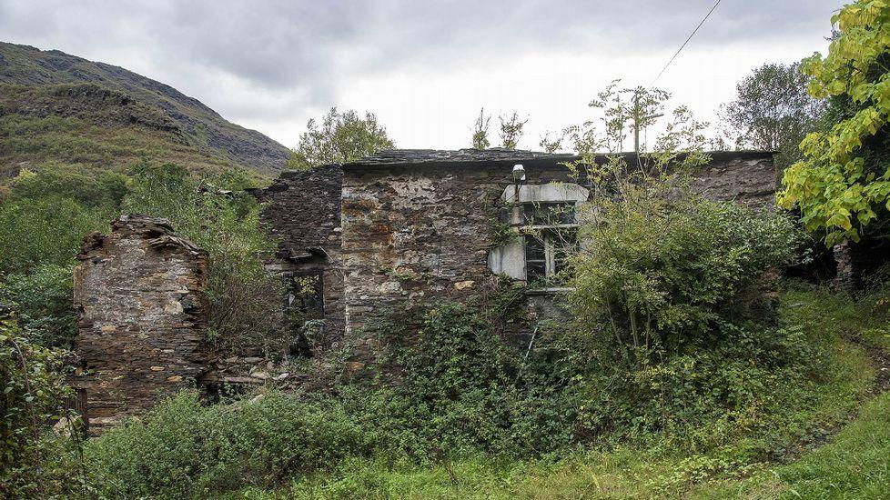 Ruinas de la ferrería de Lousadela, a la que perteneció el puente
