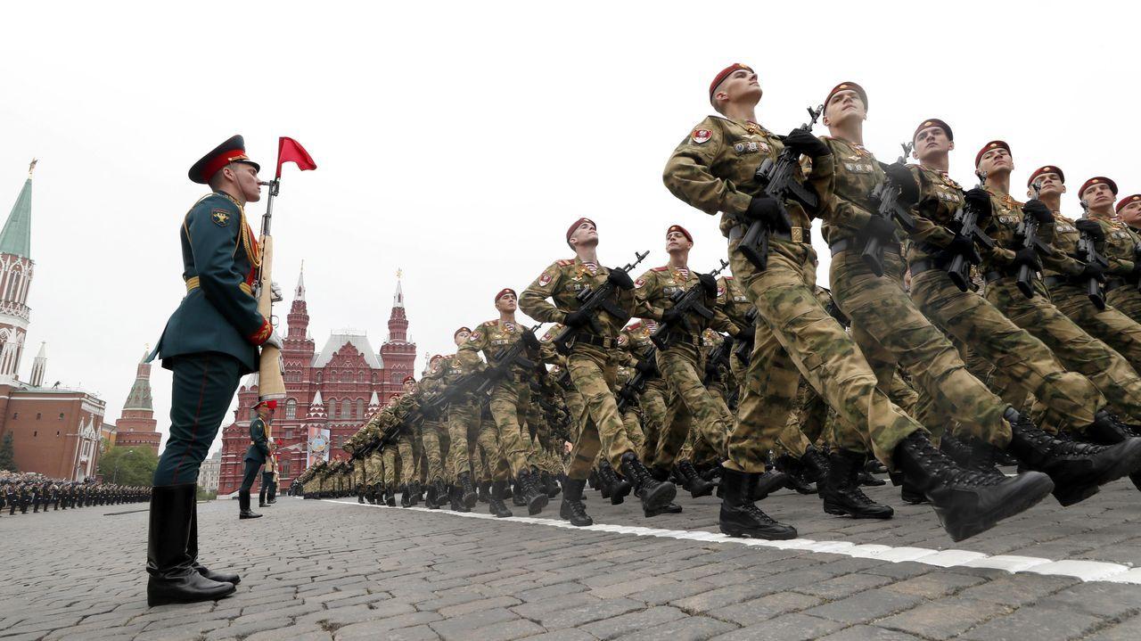 Así está el mundo en medio de la pandemia.Desfile militar en la plaza Roja, durante el día de la victoria del pasado año
