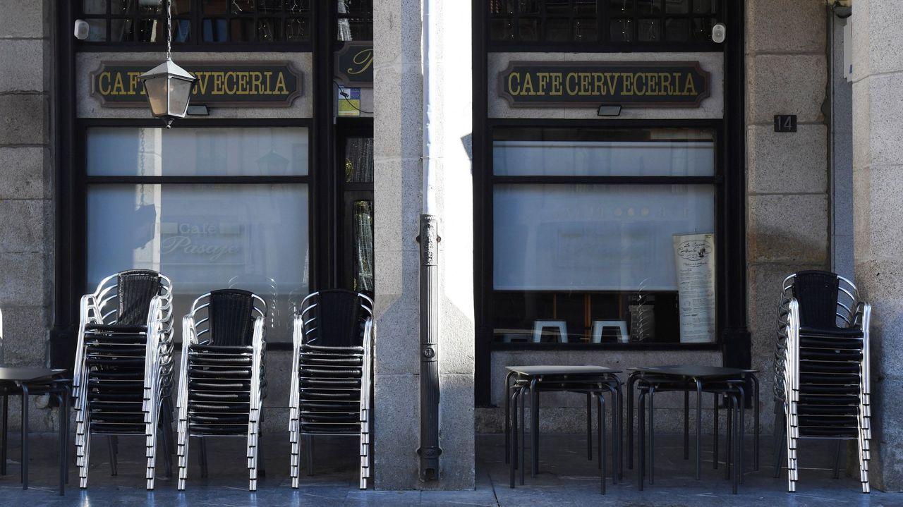 Una terraza en la Plaza Mayor de Astorga cerrada