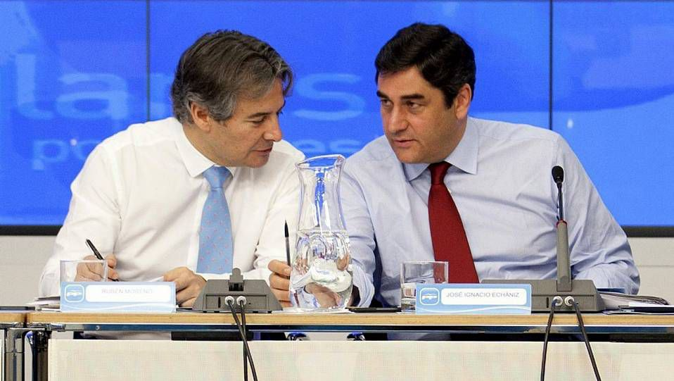 Ana Mato defiende «su derecho» a asumir las mismas responsabilidades que el resto.Rubén Moreno (izquierda) en un acto del PP