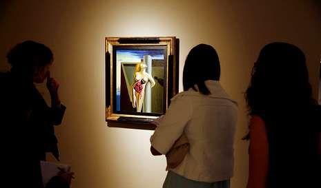 ¿Qué museos de Vigo abren el viernes 8 por la noche?.«Las rosas sangrantes», pintada por Dalí en 1929, forma parte de la exposición.