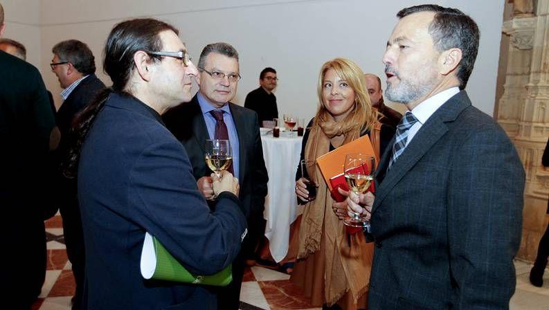 Los socios de Hostelería Compostela votaron en urna la petición de elecciones anticipadas.
